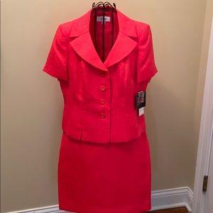 NWT Le Suit Coral skirt suit